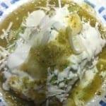 tacos de papa y machaca acompañados de salsa verde