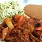 carne deshebrada en chile colorado
