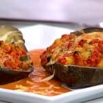 Berenjena rellena de verduras y pollo
