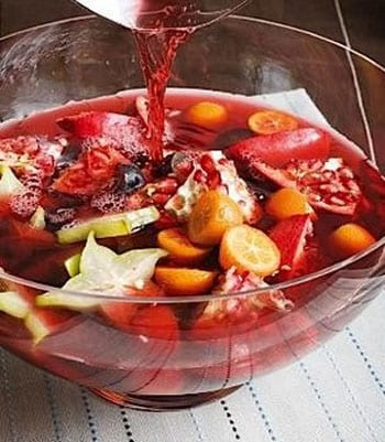 Preparando el ponche de frutas