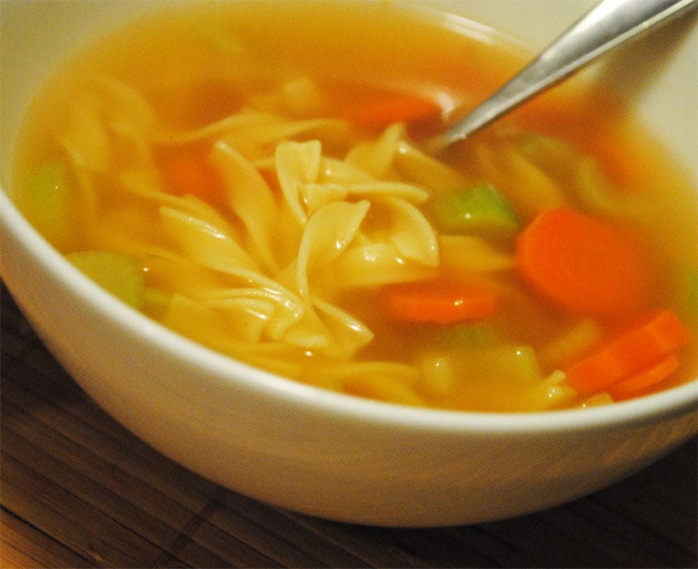Preparando la sopa de fideos