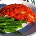 filete de pescado en salsa de tomate
