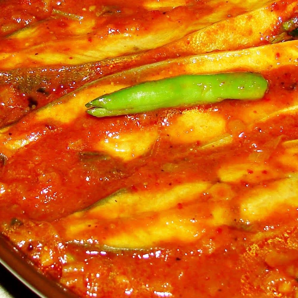 filetes de pescado en salsa roja