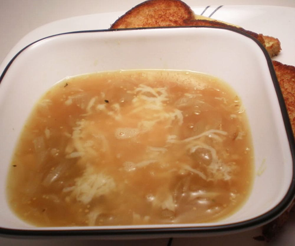 Sopa de cebolla mexicana
