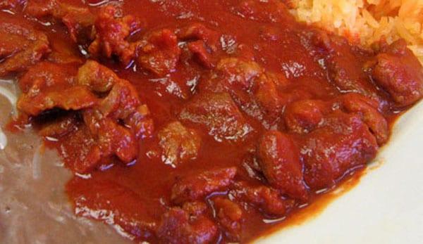 carne con nopales en chile guajillo