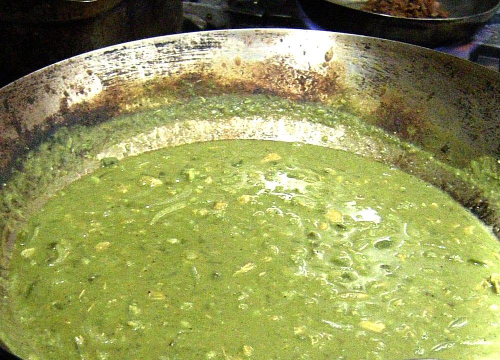 chicharos en mole verde
