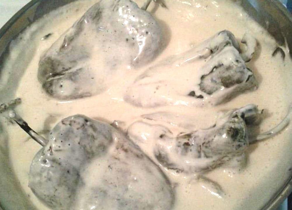 chiles rellenos en crema