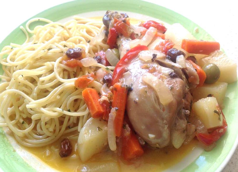 espagueti con pollo a la jardinera