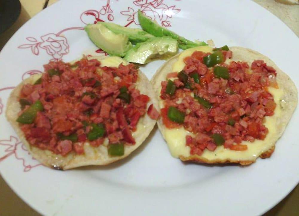 Receta de tostadas de marlin a la mexicana