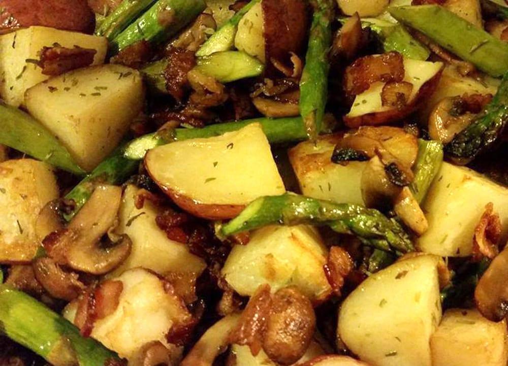 Receta de papas al horno con espárragos y champiñones