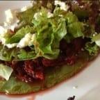 Huaraches con tinga de jamaica