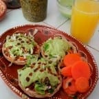 sopes de carne adobada