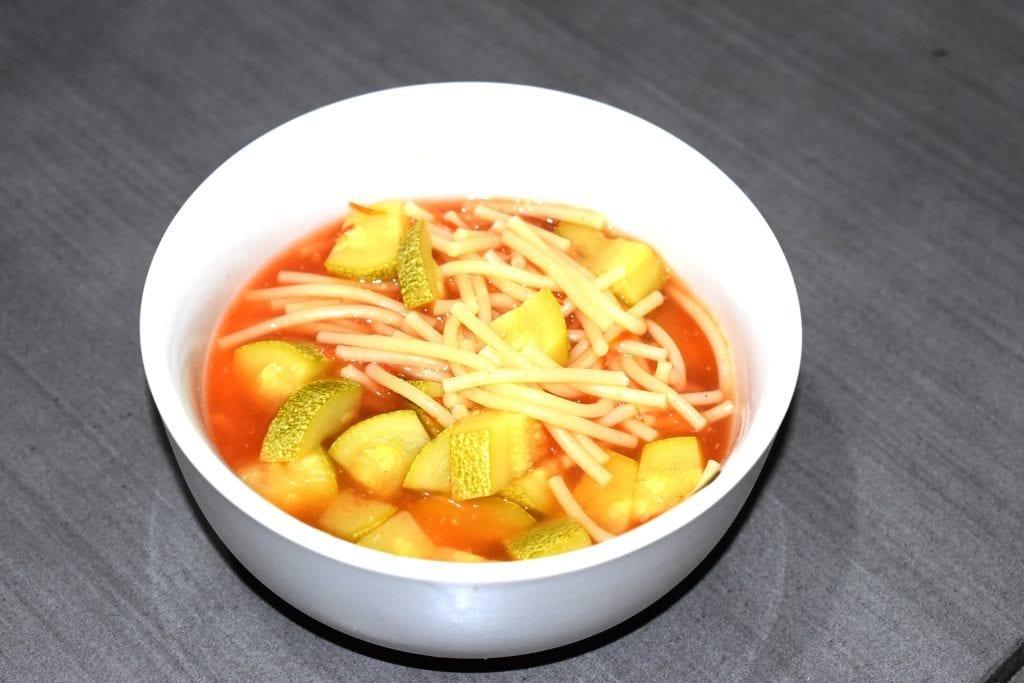 sopa de espagueti con calabacitas