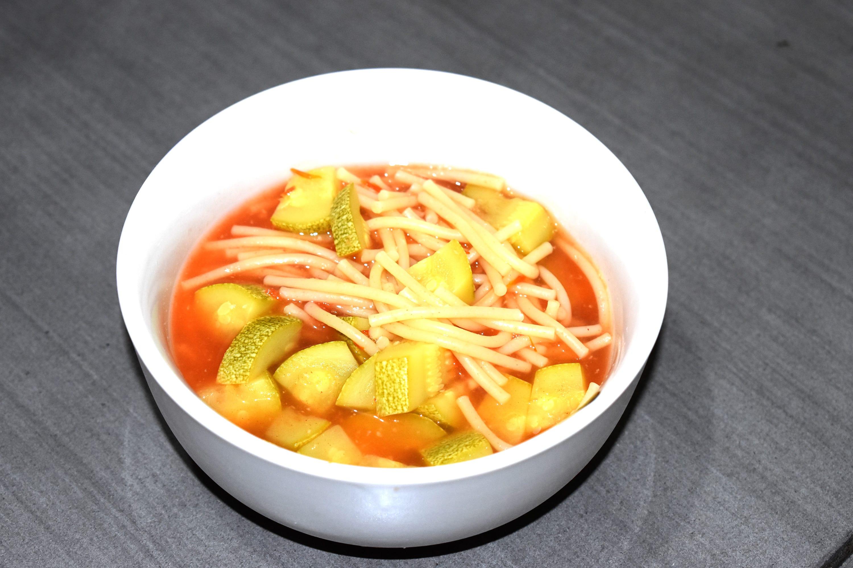 Receta de sopa de espagueti con calabacitas